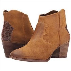 Marc Fisher Western Leather Ankle Boots 6.5